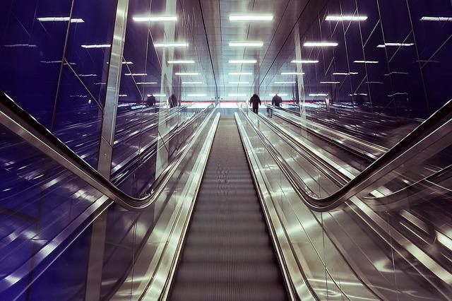 Sklenené zábradlie na vaše schodište