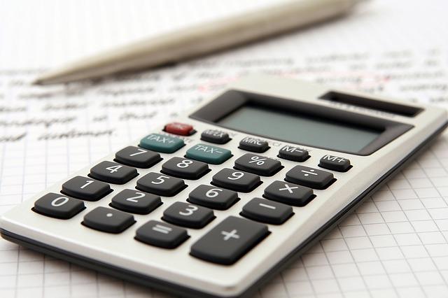 kalkulačka a pero