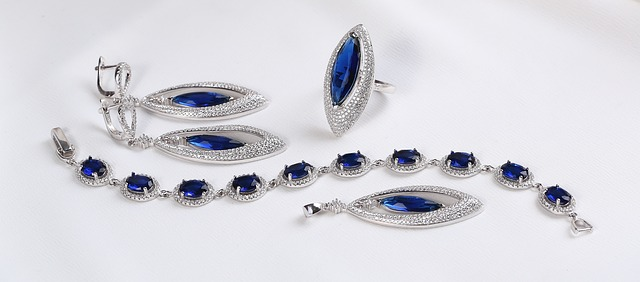 silver-jewelry-set-3790539_640